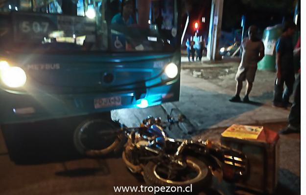 Choque de una moto con un bus