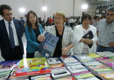 Presidenta Bachelet visita Pudahuel para inspección de textos escolares que serán repartidos en el país