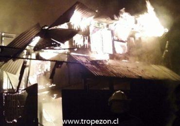 Incendio deja una persona muerta y tres casas destruidas en Pudahuel