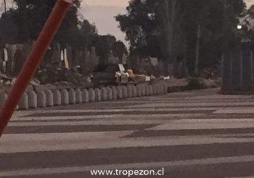 Vecinos denuncian a hombre de botar gran cantidad de escombros en parque de Cerro Navia