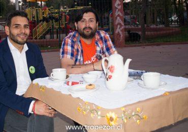 Dos candidatos a diputados realizan debate en plaza pública de Pudahuel