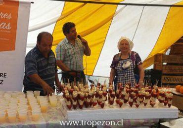 Degustación de frutas de estación fue todo un éxito en feria libre de Pudahuel