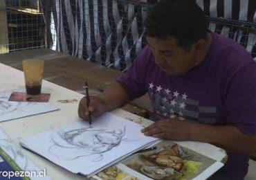 Hombre descendencia indígena es un gran dibujante de retratos en Pudahuel