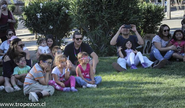 """Mediante actividad navideña vecinos de la """"Villa el Comendador"""" avanzan en la recuperación de los espacios públicos"""