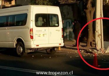 Un herido y daños de consideración deja choque de vehículos en Pudahuel