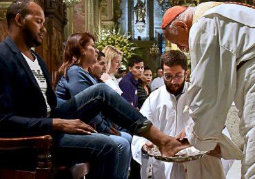 """Ricardo Ezzati:"""" Lavar los pies significa ponerse de rodillas frente al hermano para reconocerlo como hermano"""""""