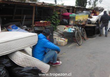 Adultos mayores son desalojados de terreno del Serviu metropolitano en Pudahuel