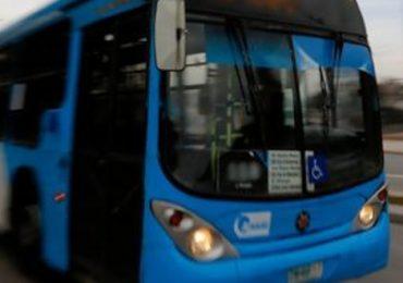 Sujeto roba un bus Transantiago en Cerro Navia y Carabineros lo intercepta en Pudahuel sur