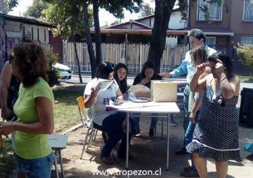 Por retraso en la construcción de sede social, junta de vecinos realiza votación en plaza pública de Pudahuel
