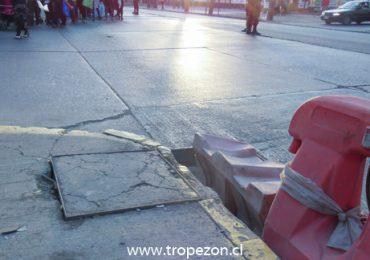 Alerta para conductores por agujero en calle de alto flujo vehicular en Pudahuel