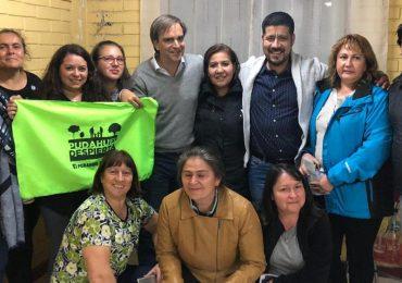 Diputado Luciano Cruz Coke comparte con comunidad Villa Las Casas en Pudahuel