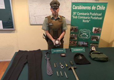 Dos sujetos fueron detenidos con placas falsas de la Policía de Investigaciones de Chile en Pudahuel