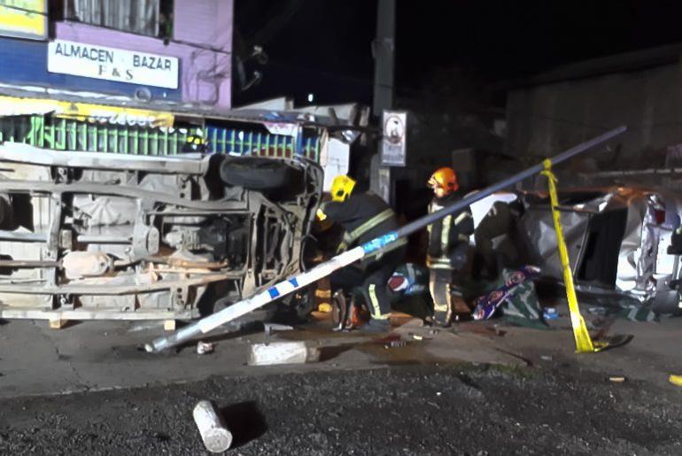 Choque de vehículos deja tres personas heridas de gravedad  en Pudahuel
