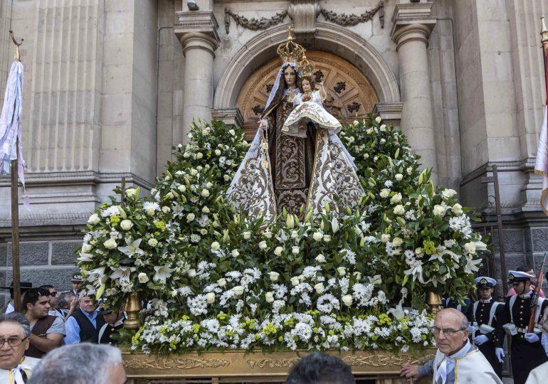 Multitudinaria Procesión y Oración por Chile a la Virgen del Carmen