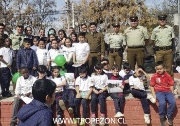 Carabineros de Cerro Navia celebran mes del niño en plaza pública de la comuna