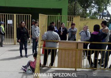 Apoderados de escuela El Salitre expresan molestia por nuevo paro de profesores