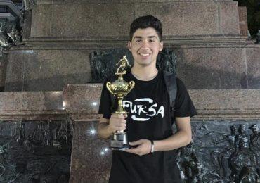 Campeón internacional: Joven pudahuelino obtiene primer lugar en campeonato de fútbol freestyle