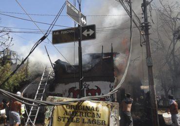 Incendio destruye dos casas y deja una persona grave por quemadura en Cerro Navia