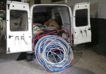 Capturan a sujetos robando cables eléctricos de un tramo de la línea cinco en Pudahuel