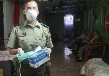 COVID-19: Carabineros de la 45 Comisaría de Cerro Navia entregan elementos de protección a la comunidad