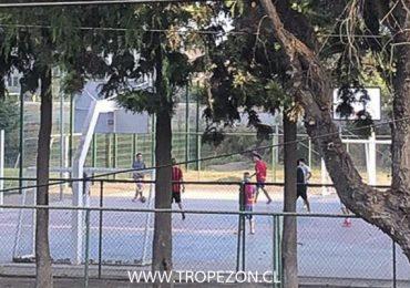 Vecinos denuncias a jóvenes que insisten en hacer deporte de contacto en Pudahuel