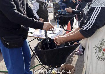 Educación sanitaria: Dirigentes sociales aportan con limpieza de manos en feria libre de Pudahuel