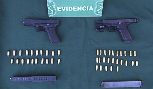 Dos detenidos con armamento automático y uno de ellos portador de COVID–19 en Pudahuel