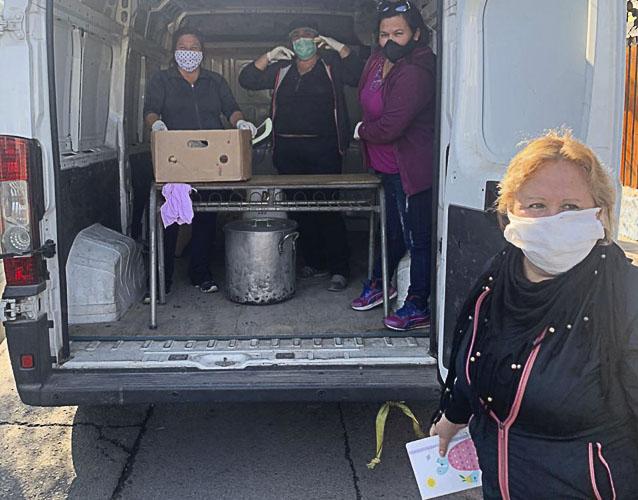 Mesa Social por la Salud regala almuerzos a vecinos de Pudahuel