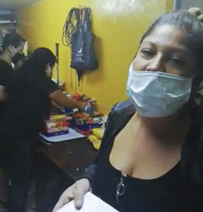 Héroes sin capa: Vecinos y vecinas de Pudahuel sur reparten mercadería a vecinos necesitados