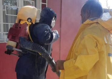 Vecino colabora en la sanitización de algunos sectores de Pudahuel