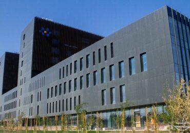 Nuevo bochorno en Hospital Félix Bulnes: ascensor cayó ocho pisos con una funcionaria dentro