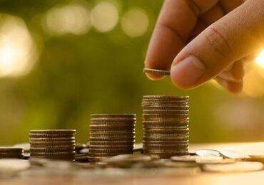 """""""Pedirle más a los hogares es un exceso"""": economista entrega visión sobre crisis monetaria de nuestras comunas"""