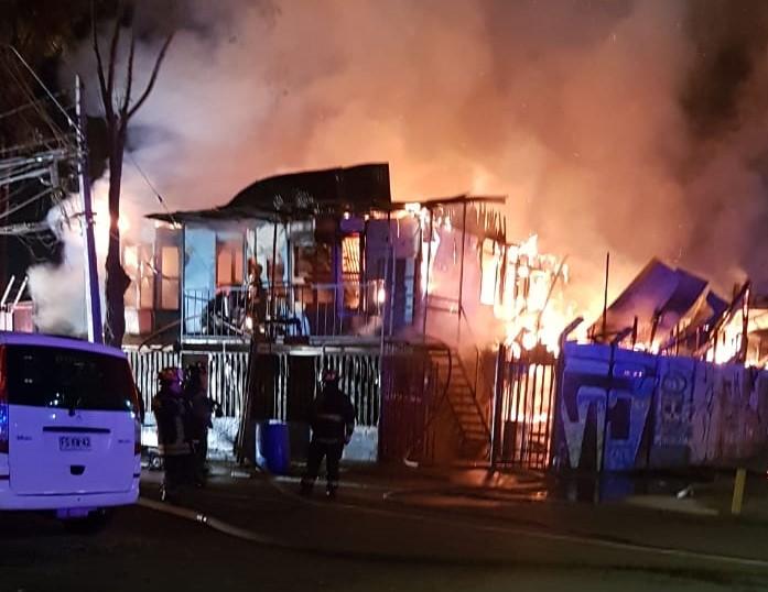 Familias afectadas por incendio viven días críticos y piden pronta ayuda del municipio en Pudahuel