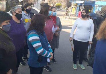 Vecinos y vecinas se manifiestan por alza de la cuenta de la luz en Cerro Navia