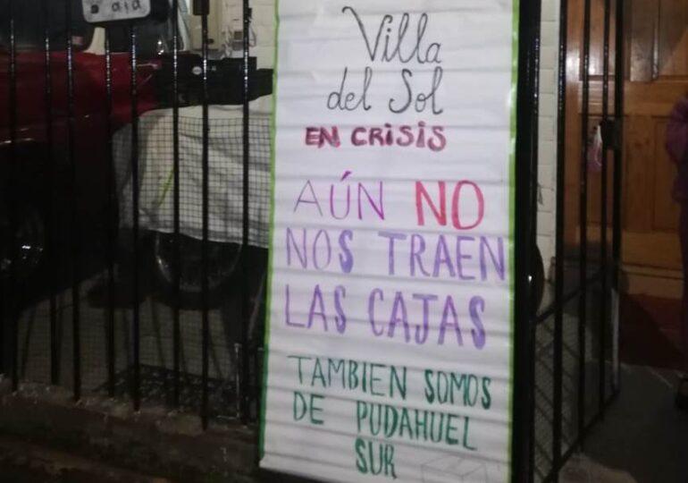 """Villa Del Sol protesta: """"El alcalde dijo que había cajas para todos y aún no llega nada"""""""