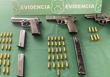 Carabineros detiene en la vía pública a sujetos con armamento y munición en Pudahuel