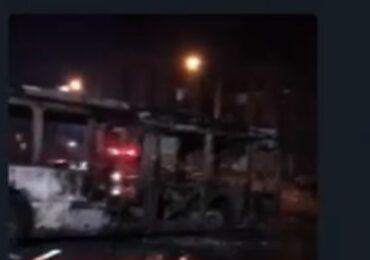 Bus del transporte público es quemado por desconocidos en Cerro Navia