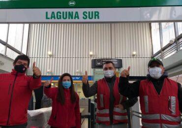 Con globos verdes fueron recibidos los primeros pasajeros en reapertura de Metro Laguna Sur