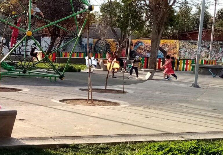 Mayor movilidad en plazas y personas sin mascarillas: El primer día de Pudahuel en transición