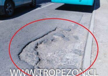 Se expande agujero en avenida Teniente Cruz con San Francisco en Pudahuel