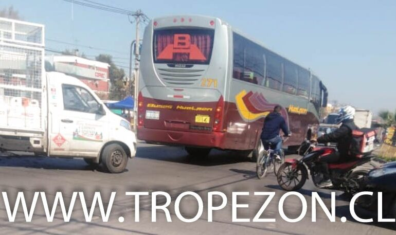 Retiro de semáforo causa caos vial en Teniente Cruz con JJ. Pérez en Pudahuel y Cerro Navia