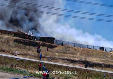 Lamentable: Incendio en Cerro Navia deja 50 casas destruidas