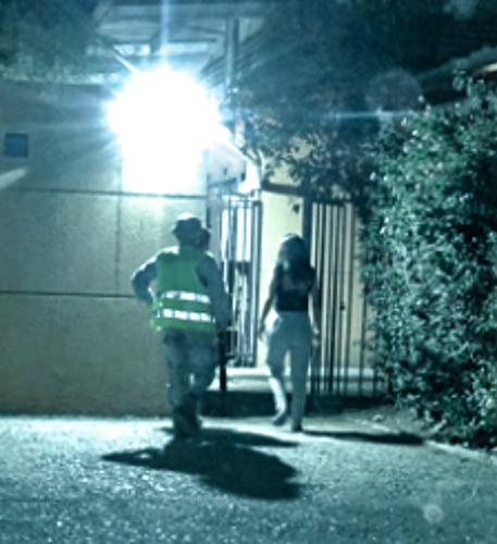 Vecinas hacen guardia en Cecof Mar Caribe tras nula respuesta de Carabineros en Pudahuel