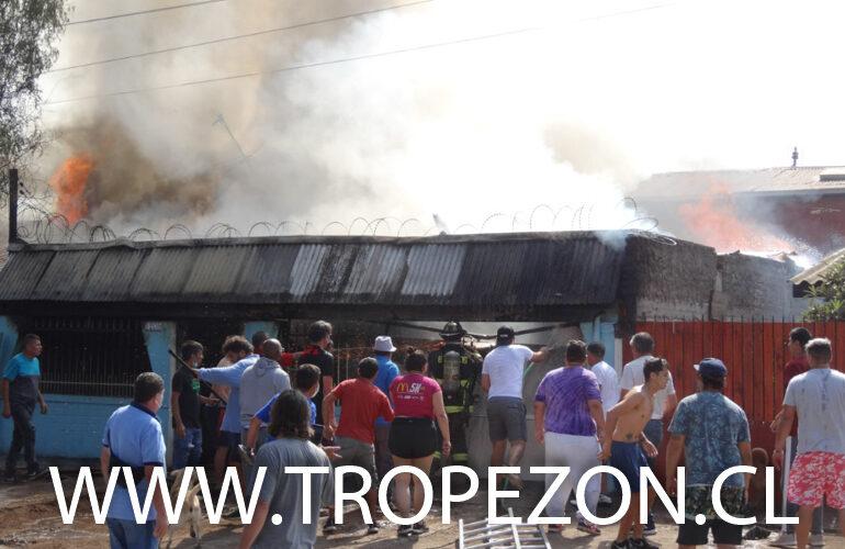 Incendio destruye casa de adultos mayores y deja a uno de ellos lesionado en Pudahuel