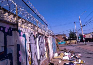 Con cerco de alambre de púa centro comunitario se protege de la delincuencia en Pudahuel