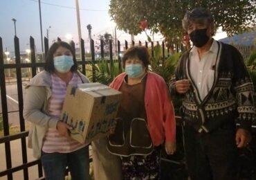 Cerca de cien adultos mayores de Villa El Comendador reciben caja de mercadería