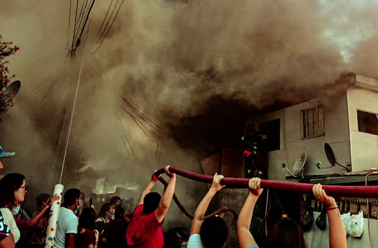 Incendio deja una persona fallecida y tres casas destruidas en Cerro Navia