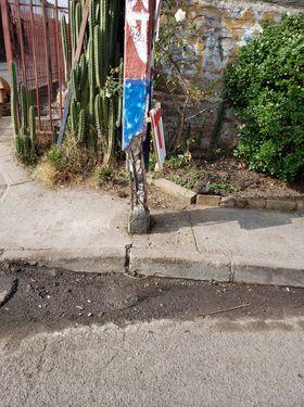 Vecinos denuncian poste del tendido eléctrico a punto de colapsar en Pudahuel sur