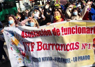 200 funcionarias de Jardines Infantiles de Barrancas protestan en la Moneda y exigen pago de bonos