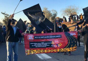 """""""No a Autopista Vespucio Norte"""": Vecinos protestan exigiendo ser considerados en proyecto"""